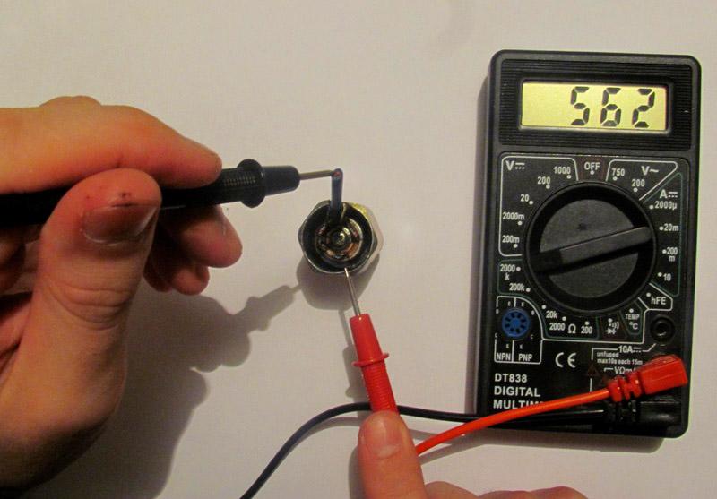 Не стоит ремонтировать самостоятельно, если только проверить конденсатор и электродвигатель на целостность