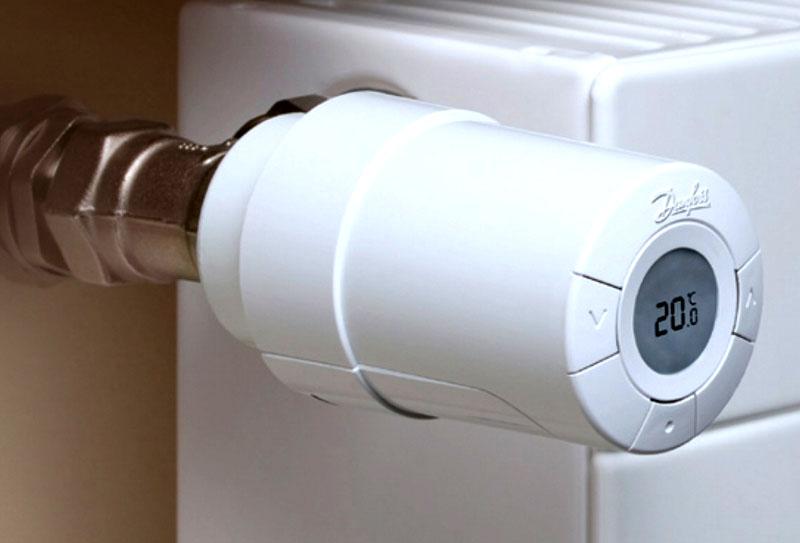 Терморегулятор может быть и электронным – сразу видно температуру в помещении