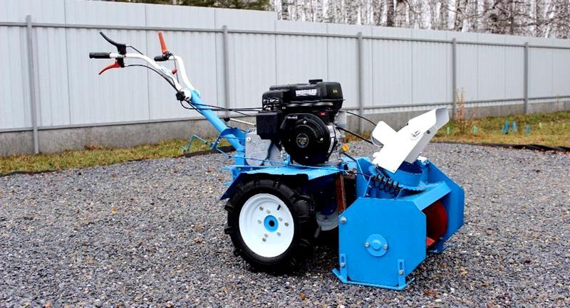 Мотоблок с самодельным снегоочистителем