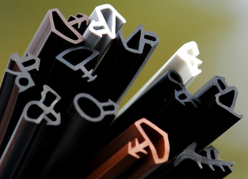 С добавлением пигментов выпускают уплотнители для пластиковых окон EPDM разного цвета