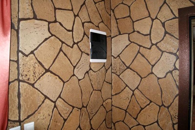 Отделка стен прихожей под камень – красиво и практично