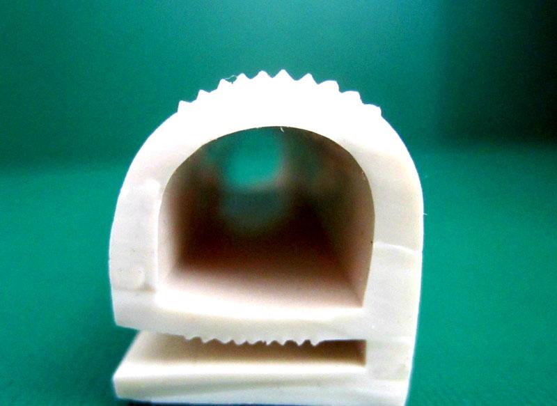 Уплотнитель для пластиковых окон, сделанный из силиконовой резины