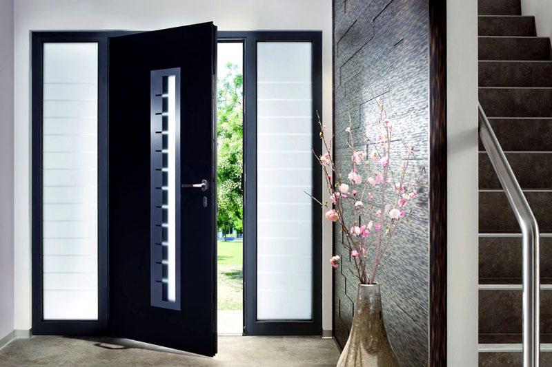 Металлическая дверь надёжно защитит загородный дом