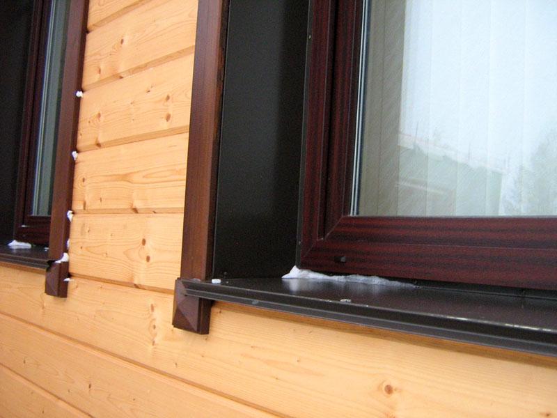 Внешние откосы и отливы, обрамляющие оконный проём дома