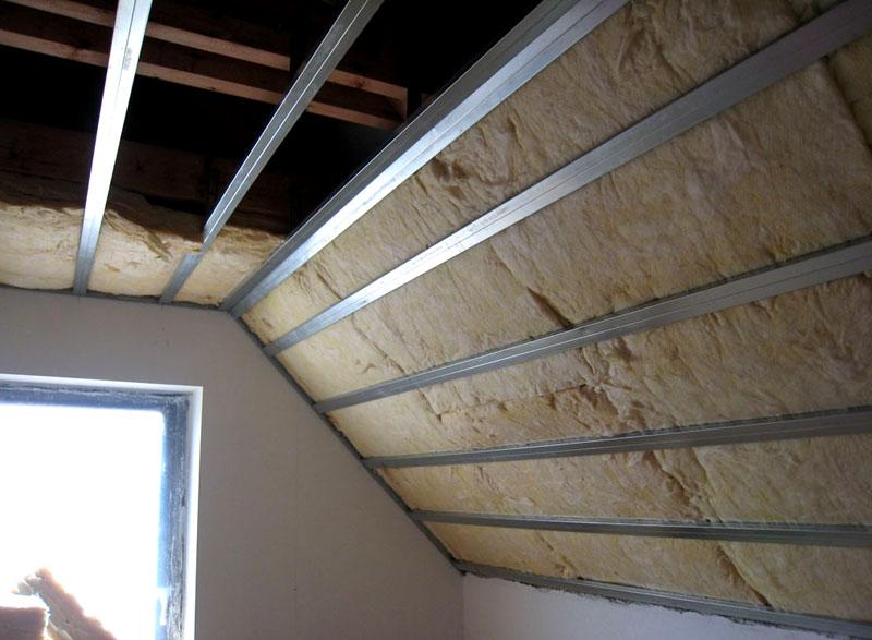 Один из вариантов утепления ломаной крыши без теплоизоляции верхнего ската, утепляется только нижний и потолок