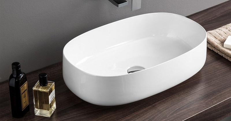 Все раковины, используемые в ванных помещениях, должны выбираться по размерам глубины чаши, её ширины и глубины посадки на столешнице.