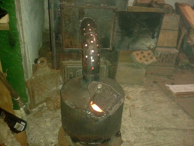 Вставыш для дровяной печи, работающей на отработанном масле