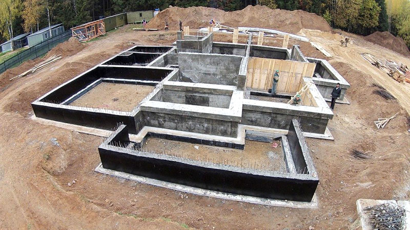 Ленточная фундаментная конструкция в готовом виде