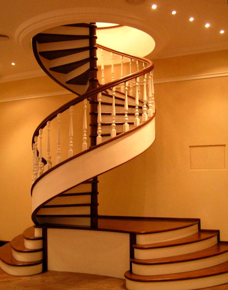 Малая полезная площадь жилища не проблема – устанавливается винтовая лестница