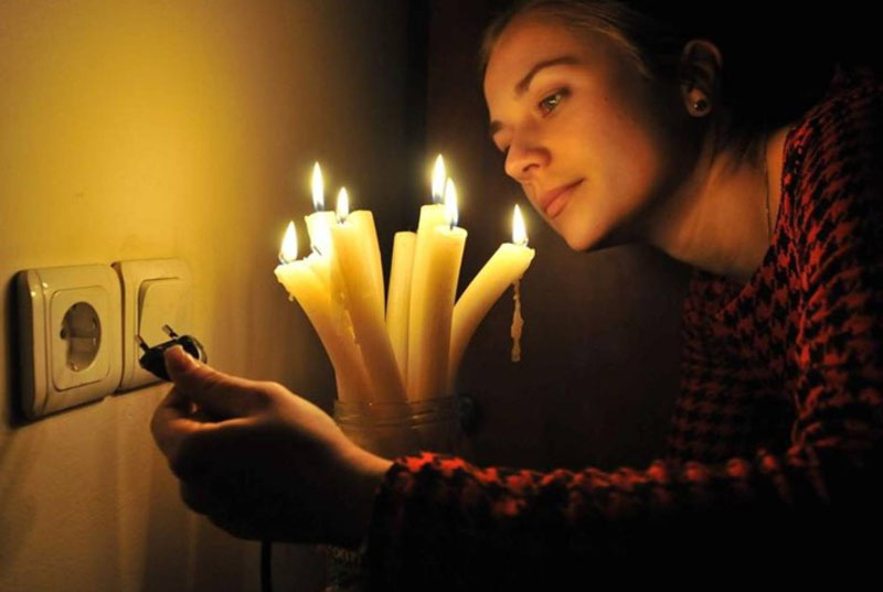 Не заплатили вовремя, будете вечерами сидеть при свечах