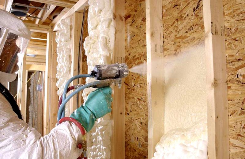 Пенополиуретан – это жидкий материал, который на воздухе превращается в прочное и твердое покрытие