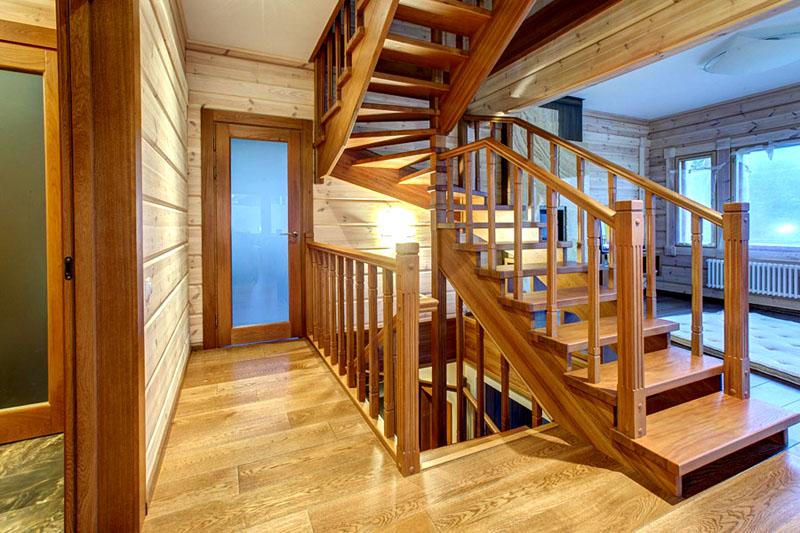 Древесина – самый популярный материал изготовления лестничных маршей