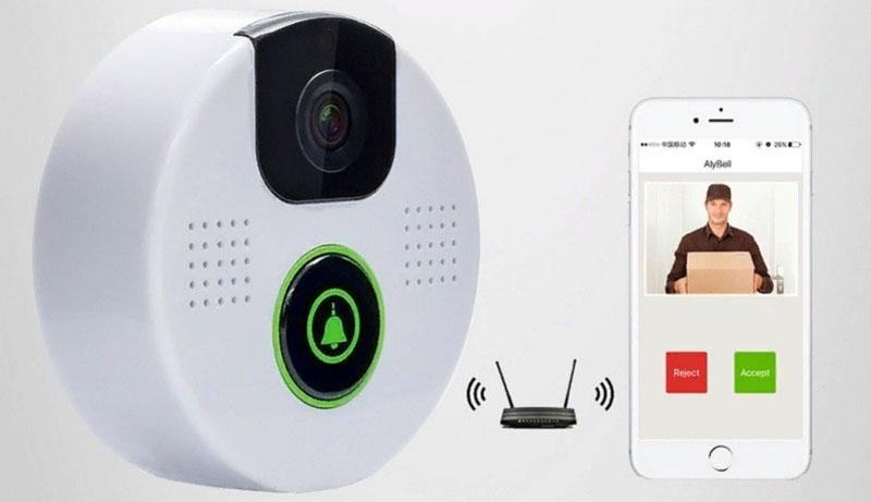 Видео с камеры можно просматривать в режиме реального времени на экране смартфона, другого мобильного устройства