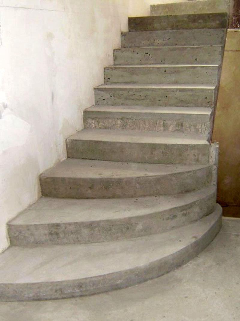 Лестничные пролеты частных домов могут изготавливаться из бетона