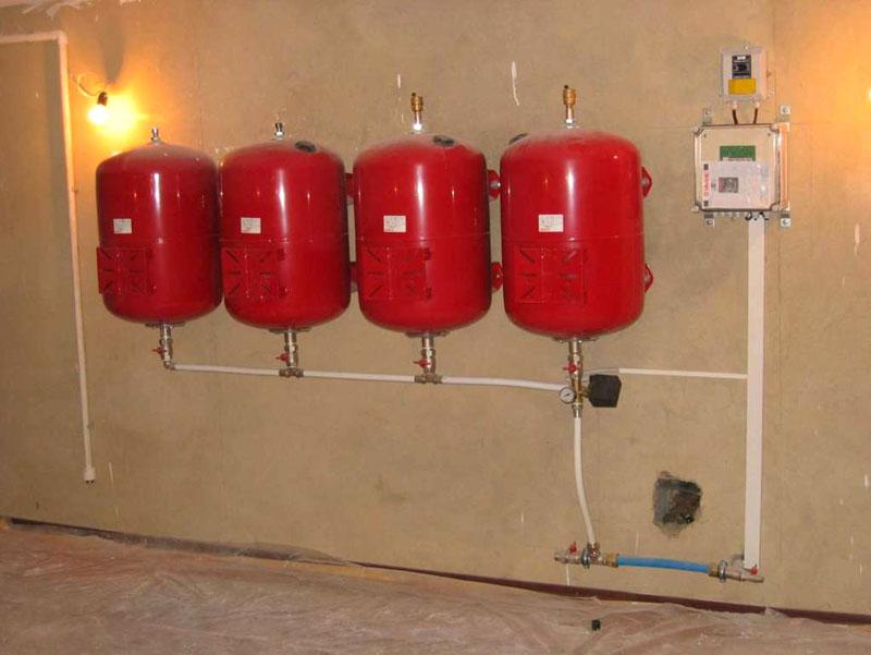 Несколько маленьких гидробаков вместо одного большого позволят стабилизировать работу системы водоснабжения