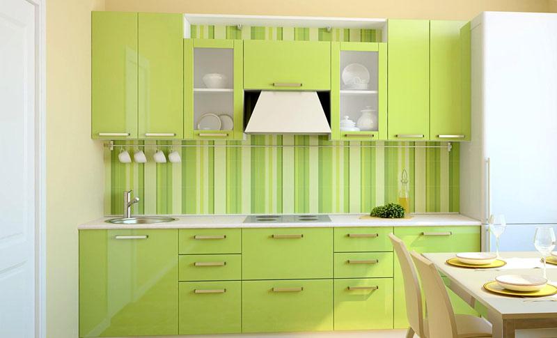Светло-зелёные обои в полоску станут подходящим вариантом для солнечной кухни