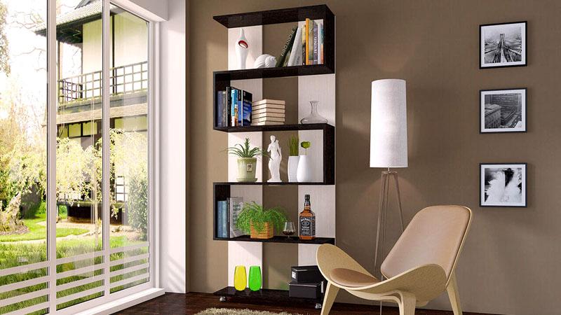 Композицию книжных полок можно использовать и для декора