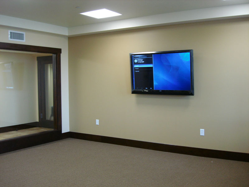 Гипсокартоновые стены непрочные и вряд ли смогут выдержать вес плазменной панели