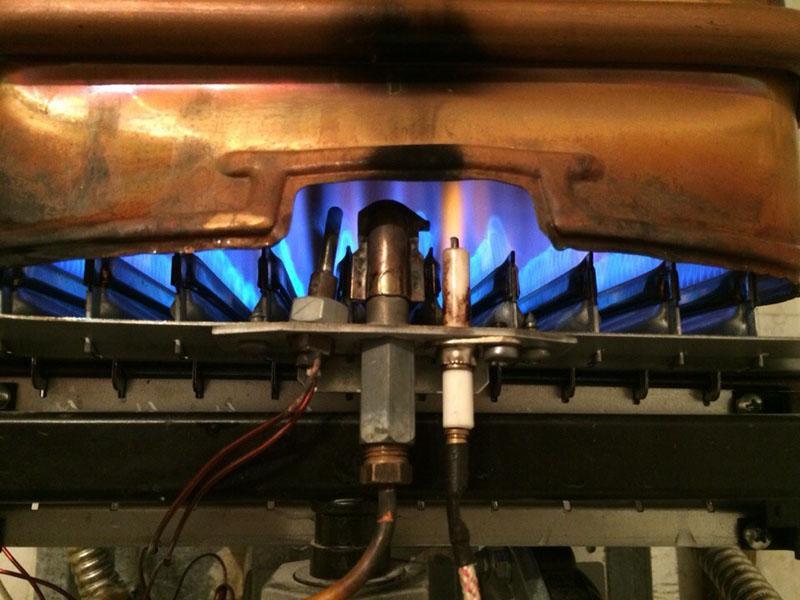 Пламя в горелке должно гореть равномерно и одинаково