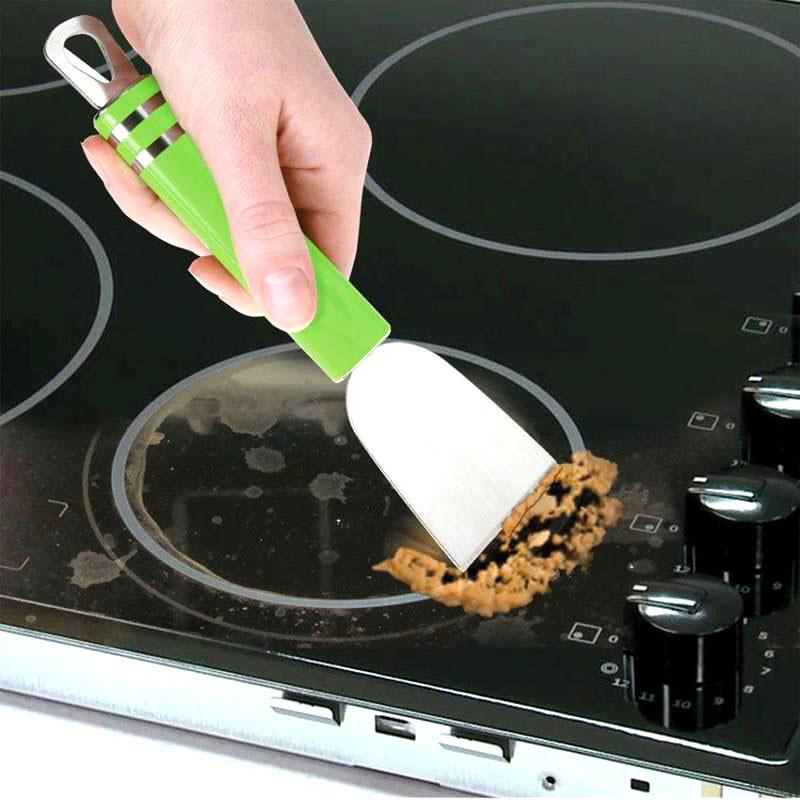 Специальный мягкий скребок поможет очистить поверхность