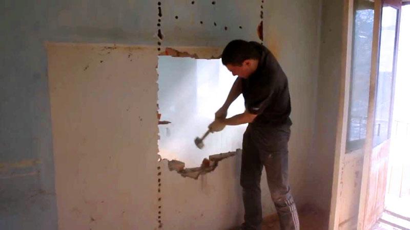 Демонтаж перегородки под дверной проём