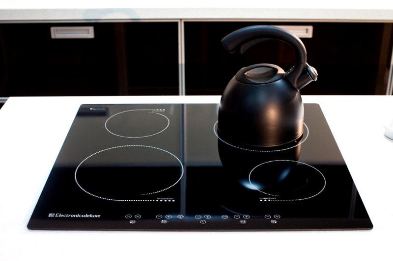 Посуду следует подбирать в соответствии с размером нагревательной зоны