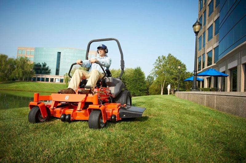 Для покоса травы на больших площадях следует приобретать газонокосилку-минитрактор