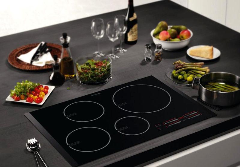 Индукционная плита должна подходить под общее оформление интерьера