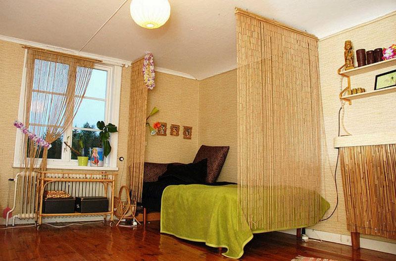 Ширма-полотнища из бамбука для выделения спальной зоны