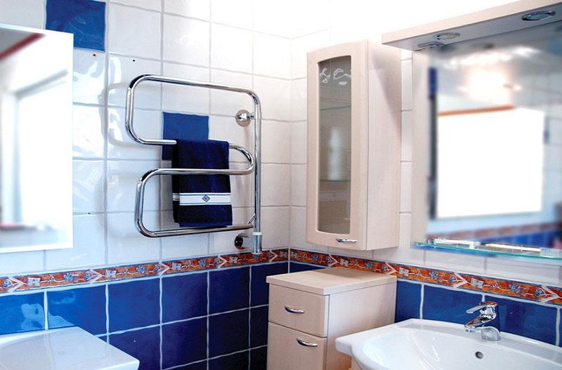 Выбор полотенцесушителя самой простой конструкции не испортит интерьер ванной