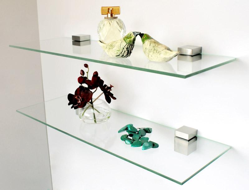 Устанавливать стеклянные полки нужно только в безопасных местах