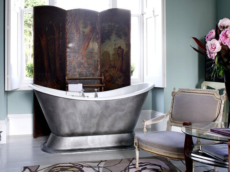 Перегородка в ванной используется вместо шторы
