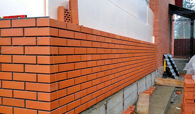Отделка фасада керамическим кирпичом