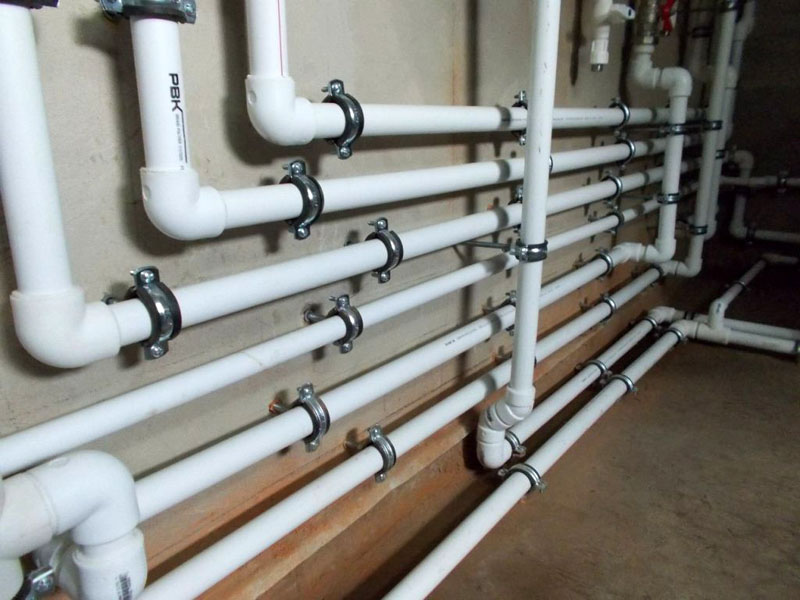 Водопроводная разводка в доме из полимерных труб