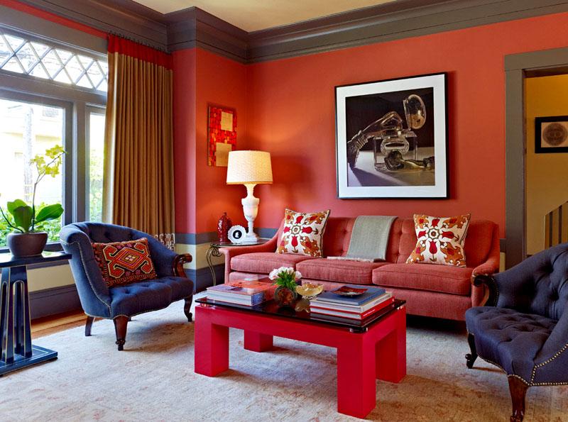 Пример сочетания с фиолетовым и розовым цветом в интерьере гостиной