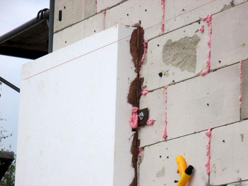 Предварительное утепление газобетонных стен пенопластом