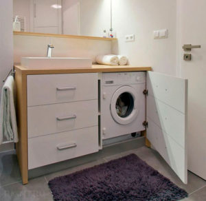 Установите стиральную машину под раковину