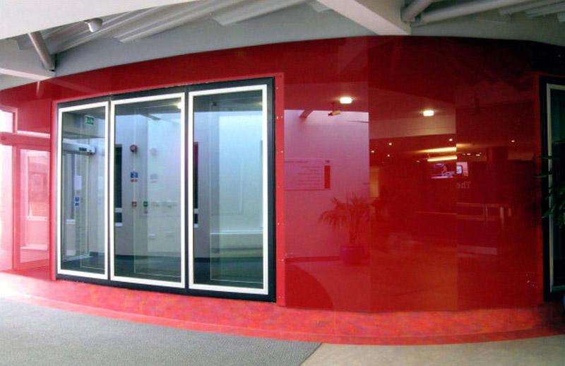 Стеклянные панели для облицовки стен