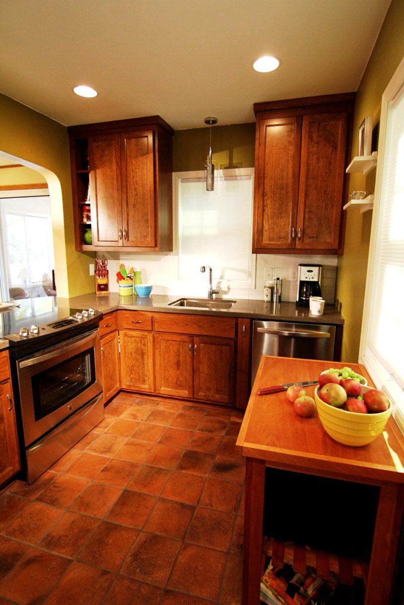 Такая напольная плитка – главное украшение кухни и основной акцент