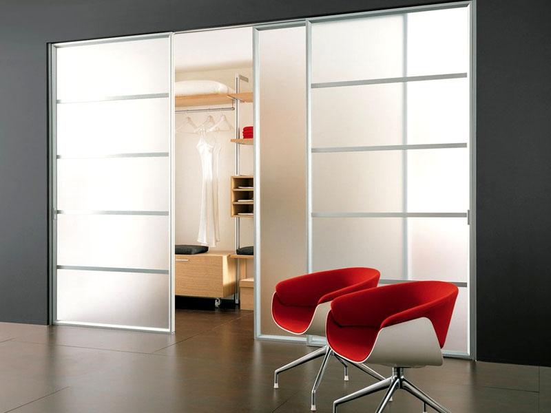 Дверные полотна из матового стекла для интерьера в стиле минимализм