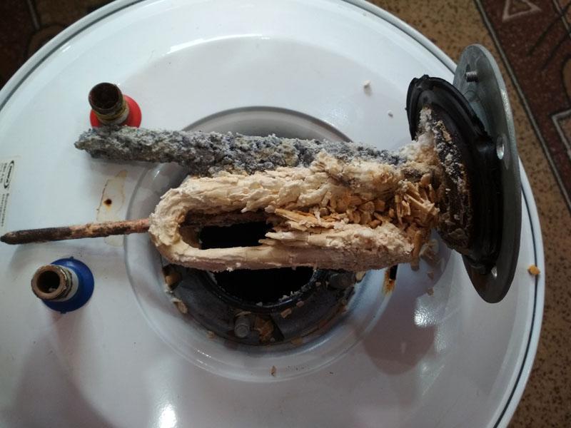 Так выглядит ТЭН, обросший соляной «шубой»
