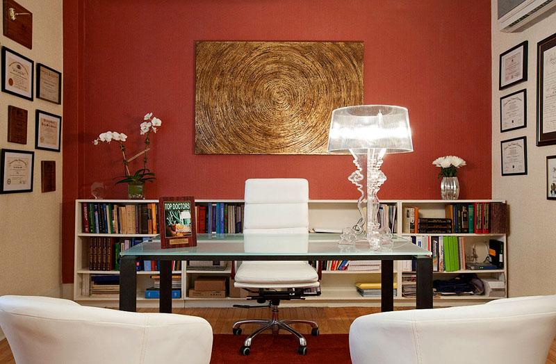 Оформление акцентной стены в интерьере домашнего кабинета