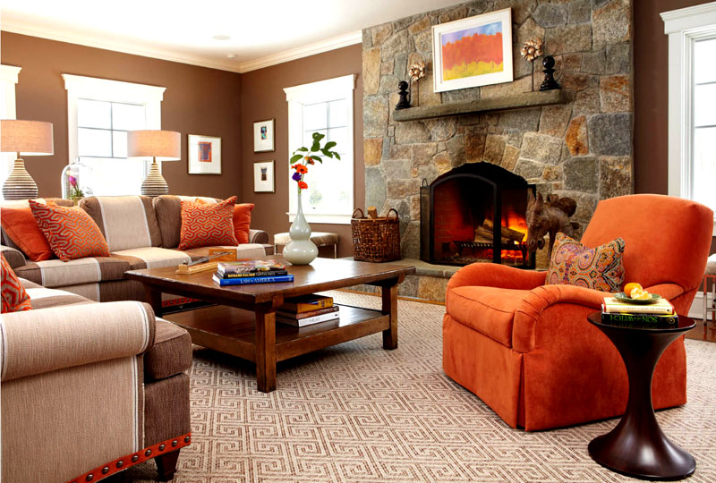 Мебель, акцентный декор и вкрапления каменной кладки оживят гостиную