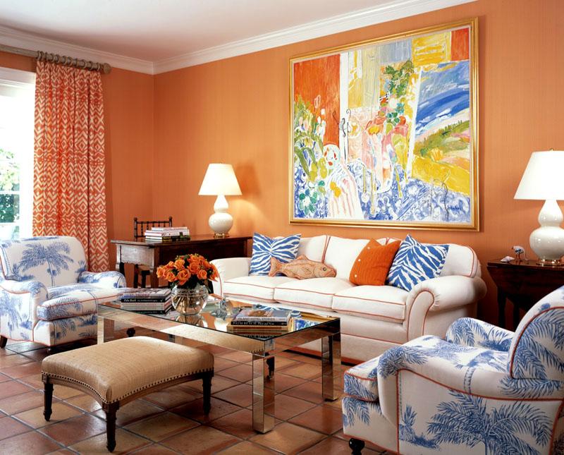 Настенное панно объединяет все оттенки, используемые в интерьере гостиной
