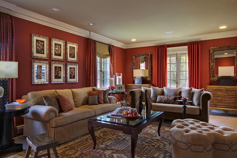 Мебель кремового цвета поддержана расцветкой потолка