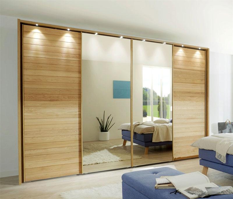 Пример комбинирования зеркальных и деревянных створок