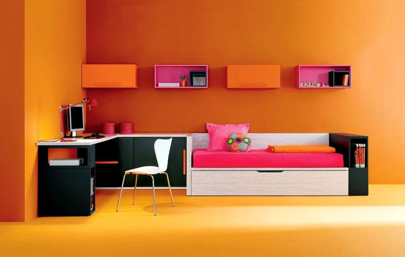 Пример использования яркого розового при оформлении детской комнаты