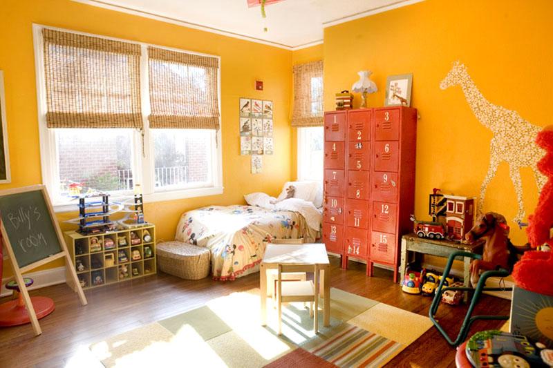Солнечная детская комната с терракотовым шкафом