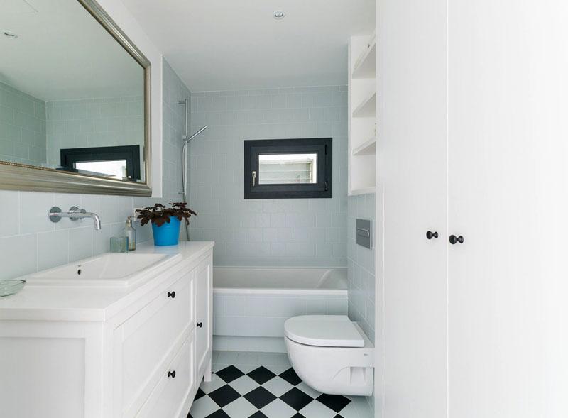 В процессе ремонта вы сможете сэкономить средства, ведь гораздо легче и дешевле сделать отделку одного помещения, чем двух