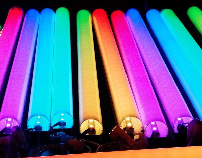 Цветные светодиодные трубки выглядят завораживающе